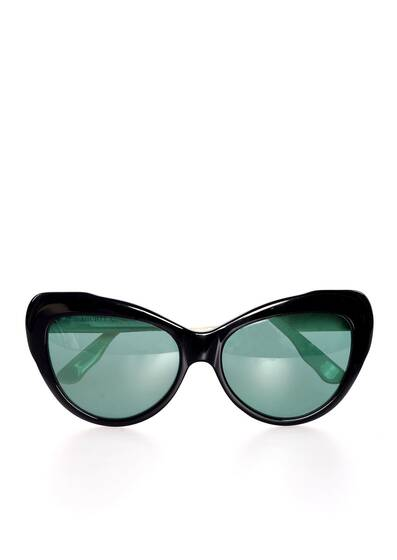 Capri sunglasses, black-and-white look